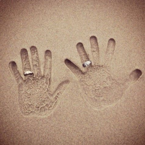 So cute! I know what I am taking a picture of when we go to the beach later this month :)