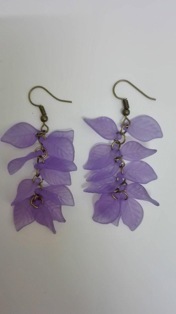 Boucles d'oreilles pendantes grappes- bronze- perles feuilles violettes -7.5cm de la boutique DeessesEtNymphes sur Etsy