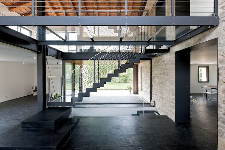 Casa Sui Colli Asolani - Picture gallery Glass, steel, stone combined in a staircase that floats in the room.