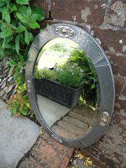 Arte y Artesanía Oval Pewter Mirror
