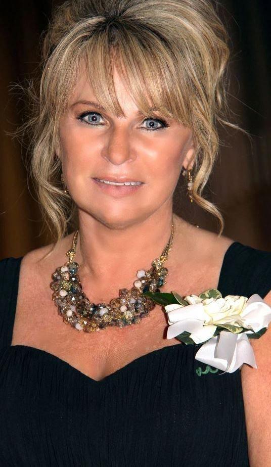 short hairstyles women over 40 Sharon Stone #motherofthebridehairdos