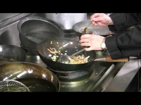 Hot Wok Speedy Chicken Chow Mein with Hot Wok Chilli Sauce - YouTube