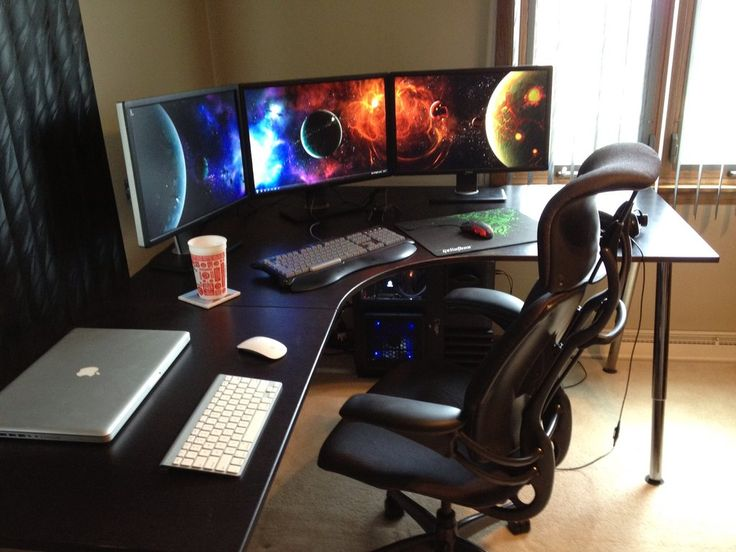 Clean desk for computer games in the corner. I would want something that could double as a second office space for someone if needed