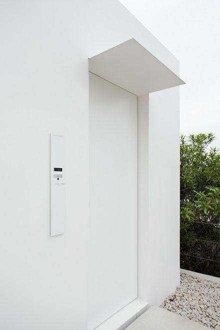 Minimalist House - Jonathan Savoie > Architecture