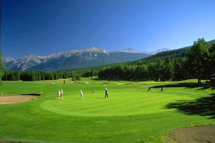 A round of golf with the Rocky Mountains as the backdrop? Look no further than Jasper National Park. #canada #golf #rockymountains #travel