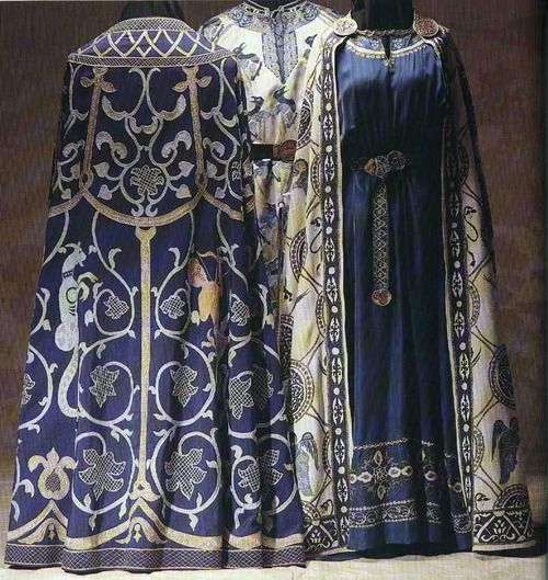 Medieval men's and women's costumes from the 1300s-1400s
