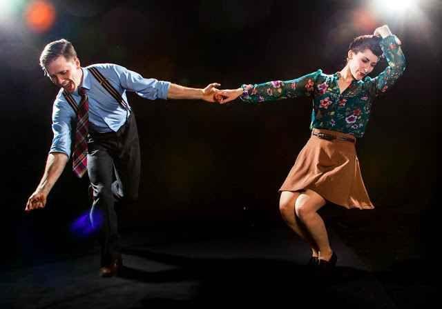 Il Lindy Hop a Milano e l'analisi dei maschi non dominanti A 30 anni devi pur fare un'attività che sia adatta ai primi acciacchi: e così scegli il Lindy Hop della migliore balera di Milano grazie a un amico più grande che ti ci porta. Un ballo a due, dove si #milano #lindyhop #balera