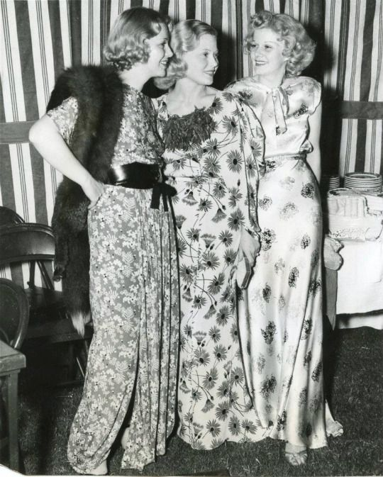 Glenda Farrell, Mary Carlisle and Jean Harlow at a Hollywood function for Marion Davies in 1936