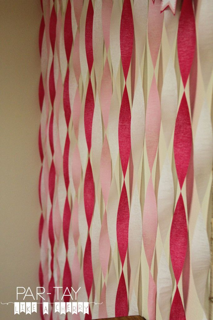 hanging streamer idea- cheap and easy party decoration that makes a big statement!