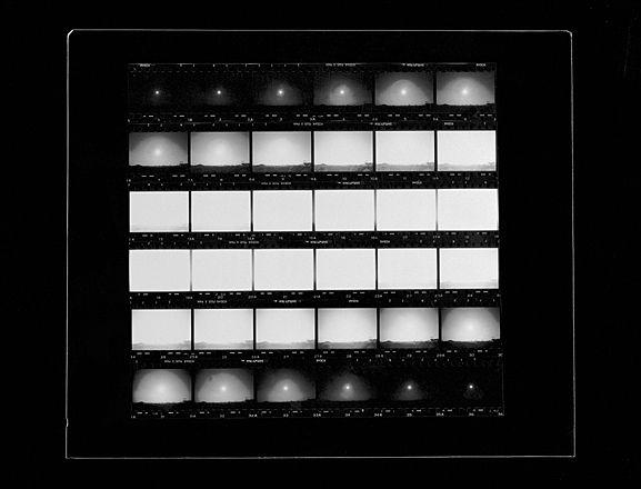 9. Il sole, il diaframma, il tempo di posa     Il secondo libro fotografico di Fox Talbot, edito nel 1845, si intitola Immagini della Scozia fatte dal sole.