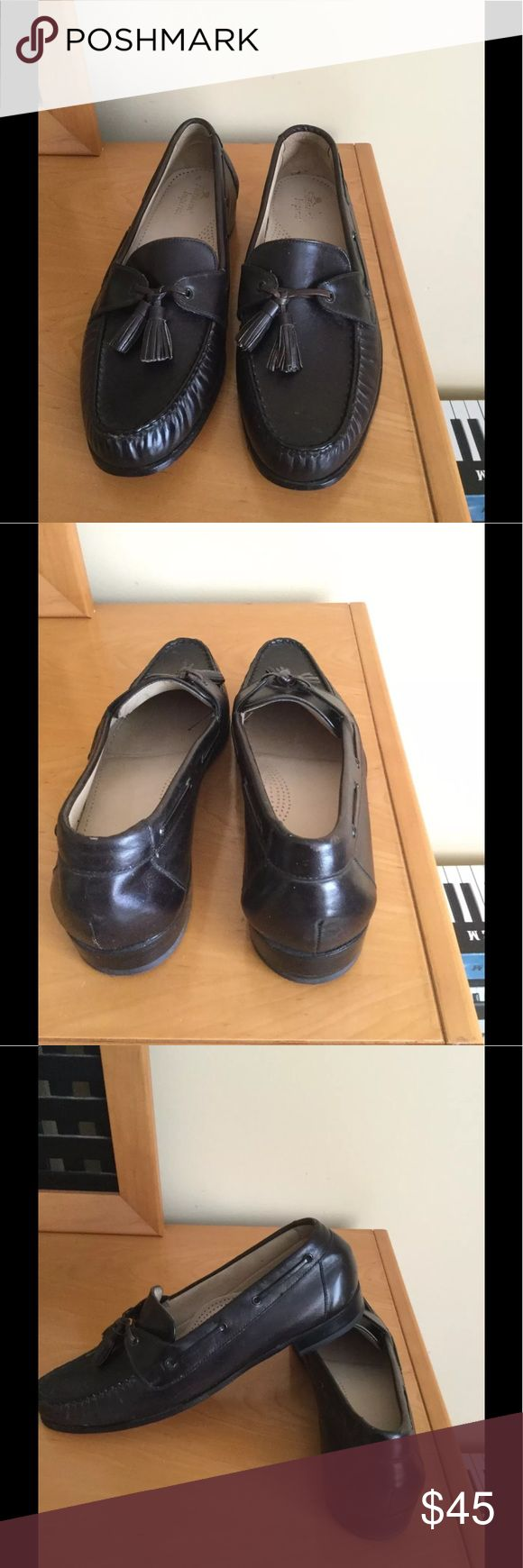 Florsheim Imperial brown tassel dress shoes Like new condition , never been worn outdoors , some water spots on a one shoe ( can be fixed with shoe cream etc.) Sz 9 C Price firm ❌ Florsheim Shoes Loafers & Slip-Ons