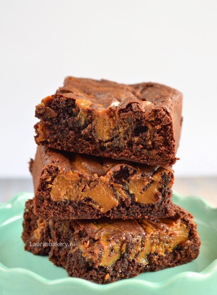 The most delicious fudgy caramel brownies! Karamel brownies - Laura's Bakery
