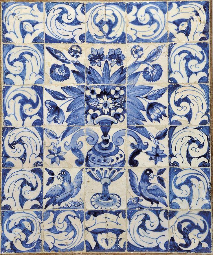 """""""Albarrada e dois pássaros""""  painel de trinta azulejos decoração a azul. Origem português,  séc. XVIII (1ª metade)"""
