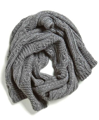 sciarpa grigia ai ferri