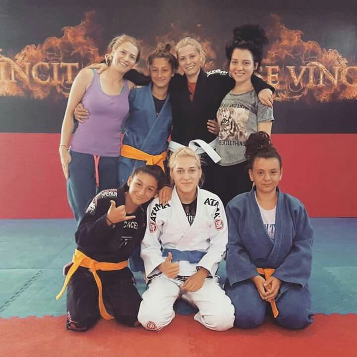 BJJ GIRL TRAINING OSS