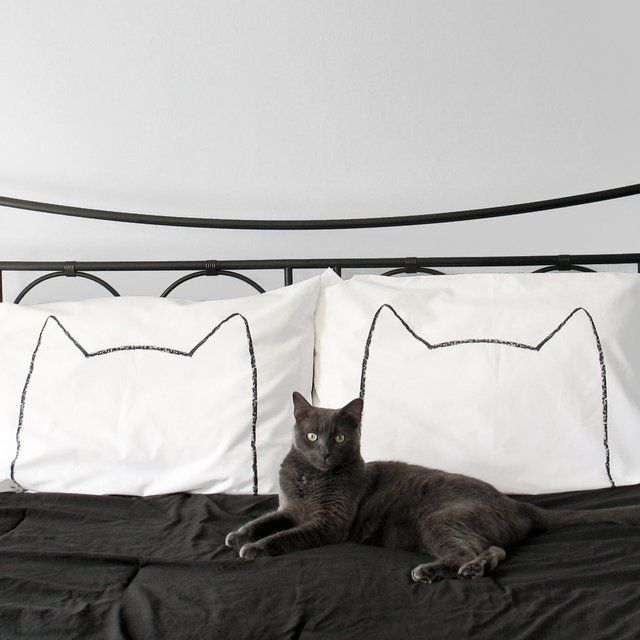 The Cat Nap Pillowcase Set from Xenotees is the perfect gift for cat lovers, as in lovers who love cats.