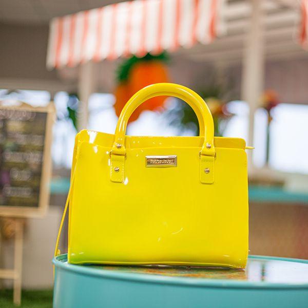 Em breve na Castello!  Nova bolsa Petite Jolie: Joy! Conheça mais no site www.petitejolie.com.br #bag #new #bolsa #novidade #petitejolie #fashion