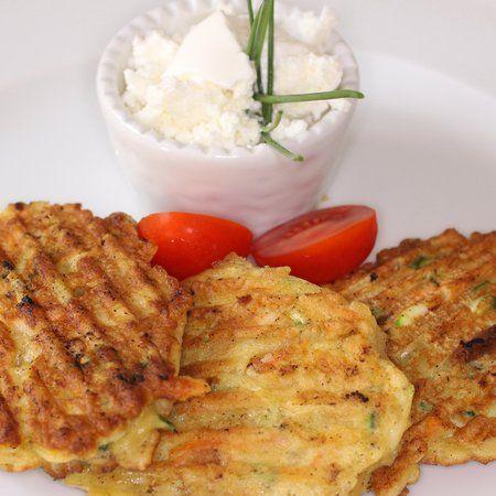Egy finom Ropogós zöldséglepény ebédre vagy vacsorára? Ropogós zöldséglepény Receptek a Mindmegette.hu Recept gyűjteményében!
