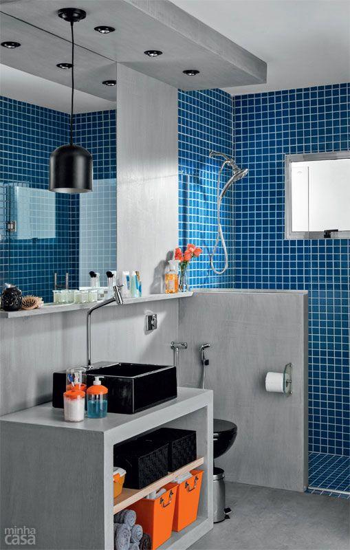 Banheiro com louças pretas e cimento queimado / Studio Costa Marques #bathroom