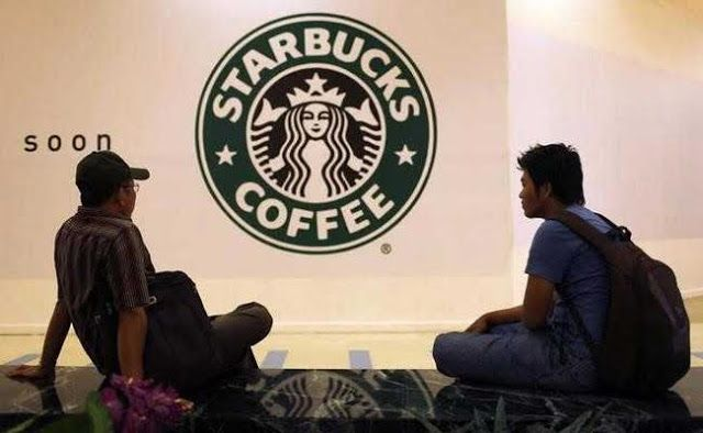 Selain Muhammadiyah Ormas di Malaysia Juga Boikot Starbucks  Republik.in Organisasi perjuangan hak-hak masyarakat Melayu dan Bumiputera Pribumi Perkasa Malaysia pada hari Ahad (02/07) mendesak umat Islam secara nasional untuk memboikot Starbucks karena CEO-nya secara terang-terangan mendukung komunitas lesbian gay biseksual dan transgender (LGBT). Aksi seruan boikot Pribumi Perkasa Malaysia ke seluruh umat Islam Malaysia ini menyusul sehari setelah aksi sama yang digalang Muhammadiyah di…
