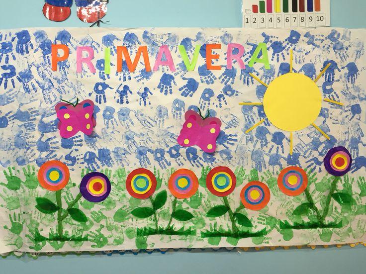 Los niños tuvieron una vivencia plástica con el mural de las flores en clase