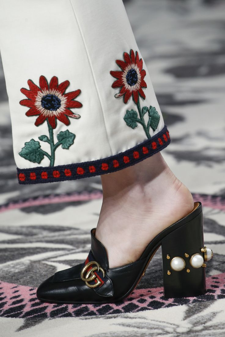 Gucci Spring 2016 Ready-to-Wear Collection Photos - Vogue, embroidery, details, chunky heels