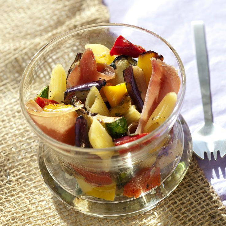 Qui a dit que la #poelee devait être dressée dans une assiette ? Avec cette recette de #verrines de poêlée méditerranéenne, #Bonduelle vous propose de la déguster en verrines ! Tentez cette recette et surprenez vos invités ! #Bonduelle Retrouvez la recette ici >>> http://www.bonduelle.fr/recettes/verrines-de-poelee-italienne-et-jambon-cru