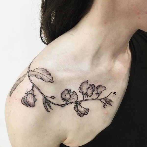 Clavicle tattoos: 100 beautiful photos and ideas