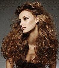 capelli lunghi ricci