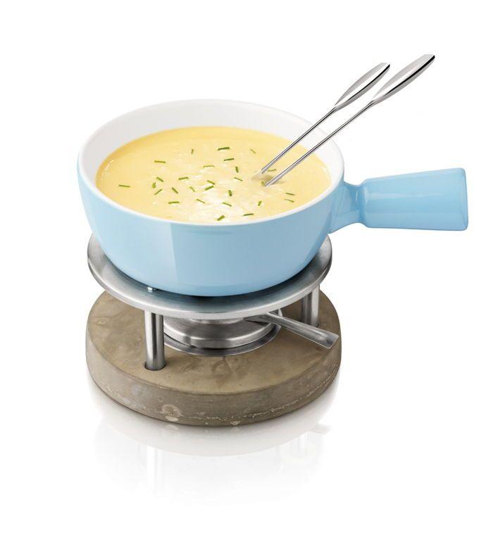 A vous les soirées gourmandes grâce à cet appareil à fondue d'une contenance d'un litre, idéal pour 4 personnes ! Vous pourrez l'utiliser pour une fondue au fromage ou au chocolat !   + d'infos ici : http://www.raviday-fromage.com/service-a-fondue-4-personnes-life-bleu-boska/ #fondue #fromage #soirée #amis #famille