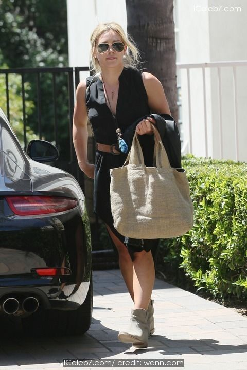 Hilary Duff  going to Carrie Underwood's house http://icelebz.com/events/hilary_duff_going_to_carrie_underwood_s_house/photo4.html