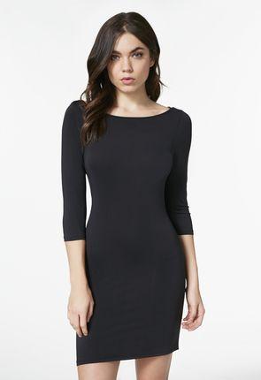 Schwarzes kleid mit halblangen armeln