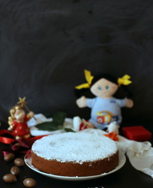 Per gli auguri di Buon Anno ho preparato una vassilopita al mandarino con mandorle e gocce di cioccolato!