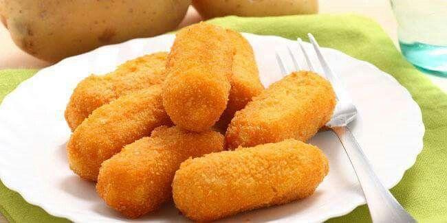 KROKET KEJU DAGING ASAP  Bahan: 500 gram kentang, kupas, cuci bersih 25 gram…