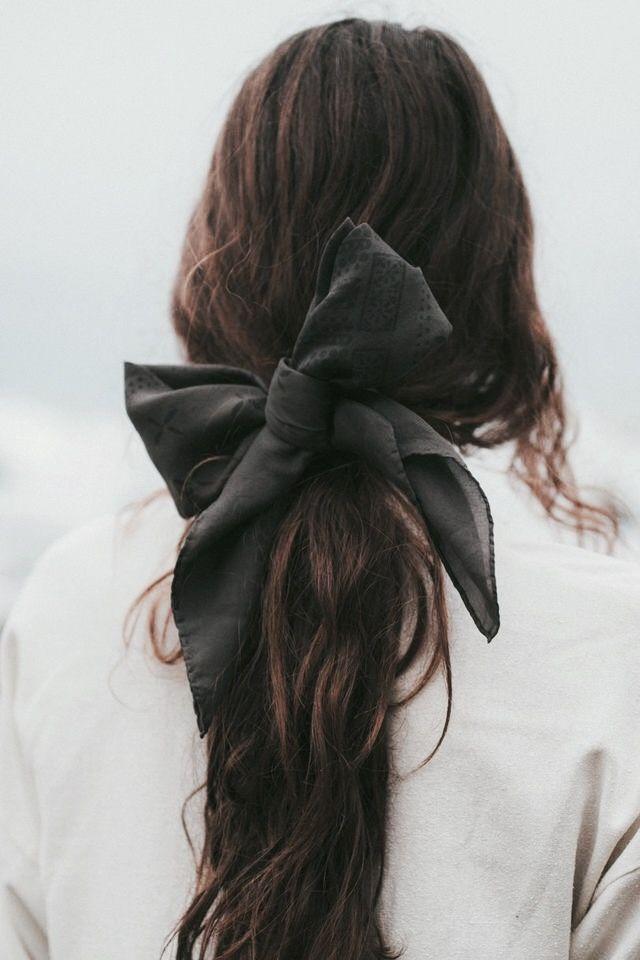 inspiration coiffure douce | Boucle | cheveux bruns | romance urbaine | Fitz & Hu …   – Hairstyle