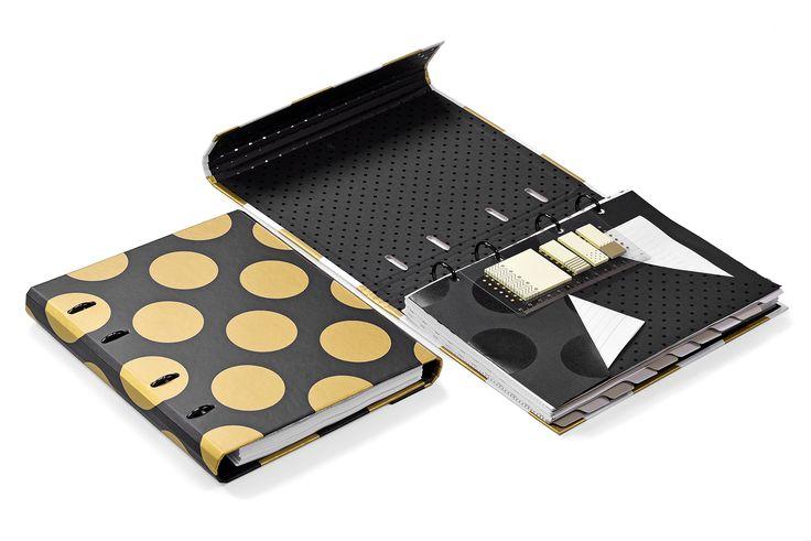 Linha Gold&Kraft: caderno fichário em tamanho compacto, capa dura, fechamento com ímã, régua com sticky notes (adesivos reposicionáveis) e bolsa para documentos.