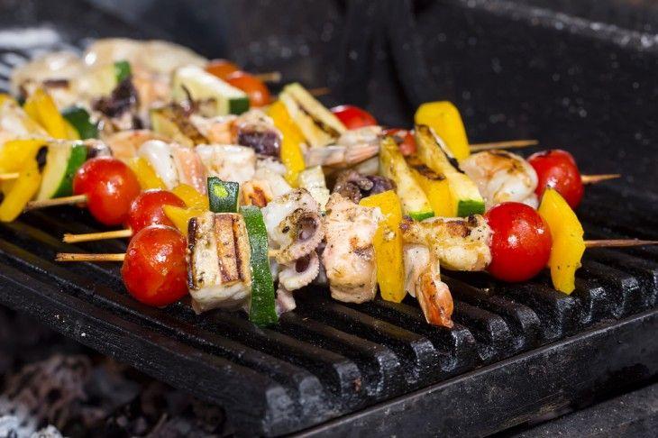 Det kan bli lite enformigt med att grilla kött hela sommaren lång.