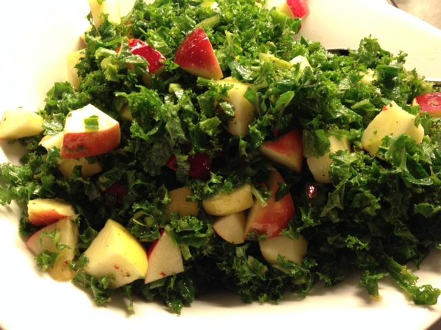 Grønkålssalat med spicy dressing