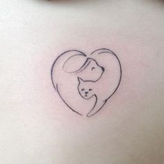 Esta idea minimalista pero valiosa, va para quienes tienen perrito y gatito en casa. | 44 Delicados Tatuajes para demostrar tu amor infinito hacia tu mascota