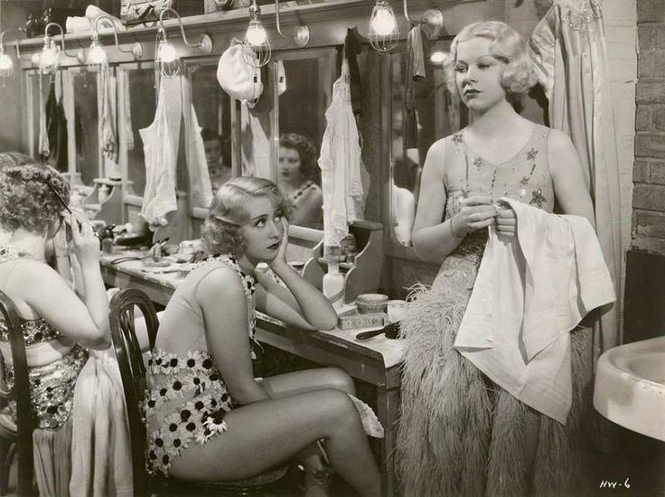 1933: Joan Blondell and Glenda Farrell in Havana Widows
