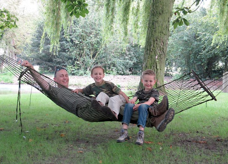 Make your own para-cord hammock, looks interesting
