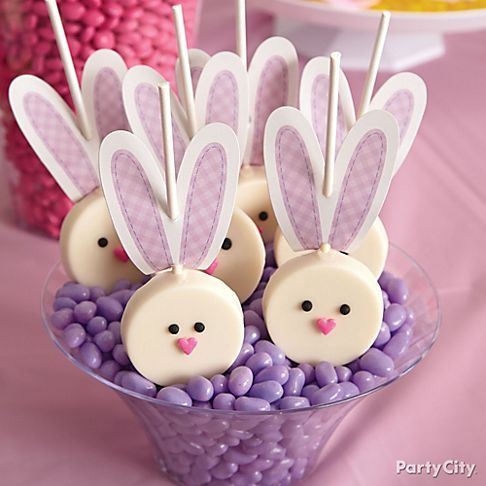 Turn your favorite sandwich cookies into everyone's favorite Candy-Dipped Bunny pops! All you need is a Wilton® Bunny Cookie kit to mold and decorate these treats!