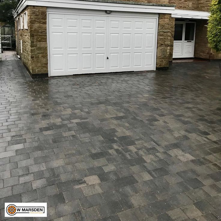 First Driveway of 2018!  Smooth Modena Granite Stone Blocks with a Charcoal Border!  Taking bookings for summer 2018 message us for a free quotation.  #monochrome #modern #contemporary #design #designinspiration #paving #plasmor #progress #driveway #driveways #garden #landscaping #blockpaving #black #doncaster #doncasterisgreat