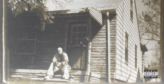 Naar aanleiding van de zestiende verjaardag van zijn album 'The Marshall Mathers LP' staan op de website van Eminem enkele nieuwe gadgets. Zo kun je voor 281 euro een baksteen van zijn ouderlijk huis kopen.  http://nl.metrotime.be/2016/05/24/must-read/eminem-verkoopt-bakstenen-van-ouderlijk-huis/