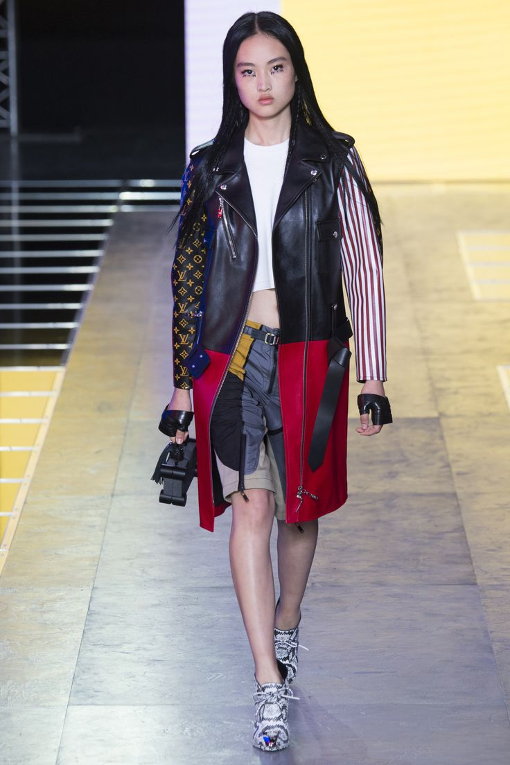 Louis Vuitton Spring 2016 Everybody wish to own the leather coat but: how much it costs? 18000 euros?
