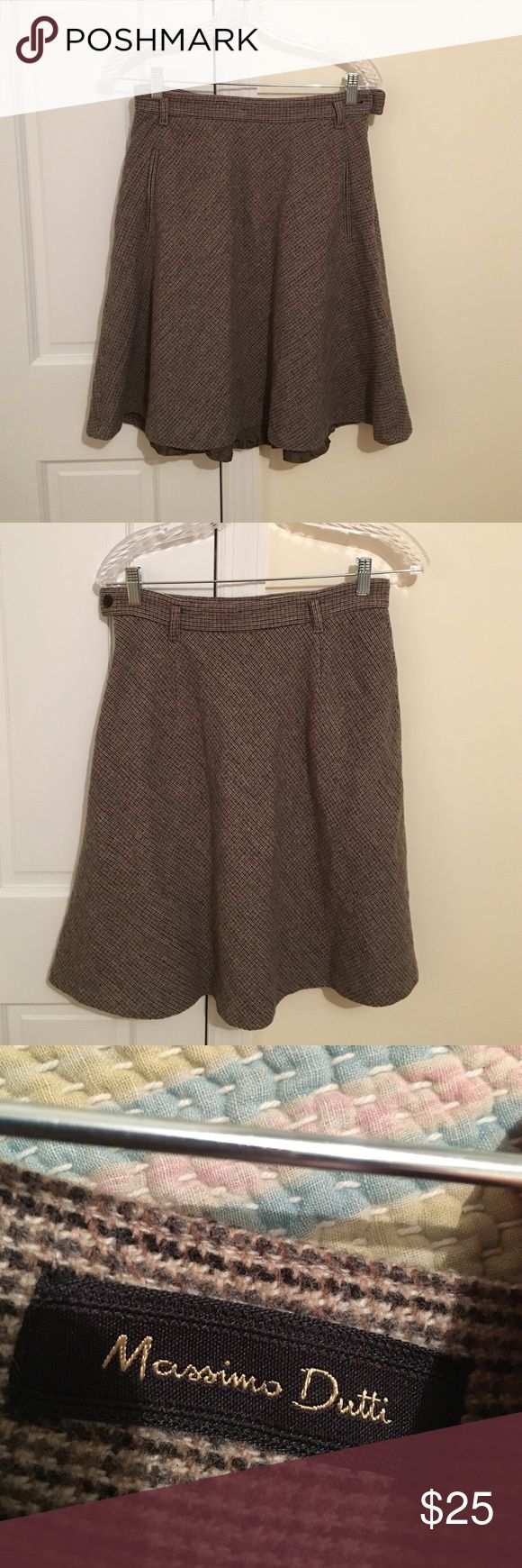 Massimo dutti a line wool skirt Such a cute skirt. Is a little small on me. Fits like a 2-4 Massimo Dutti Skirts Midi