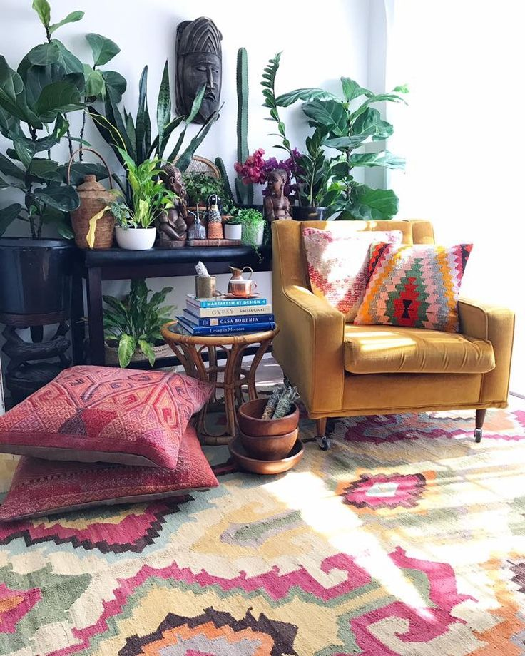 When you're in the studio with a new little set up & you pop out your African pieces from your friends @hommeboys & they just look so much like home   This gorgeous vintage kilim rug is killing me with her beautiful, gentle colour story  (listing soon, maybe )   All kilim cushions are in store NOW!