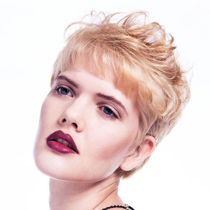 Účesy pre krátke vlasy jeseň/zima 2014/2015: Oživte blond krátke vlasy oranžovými akcentami!