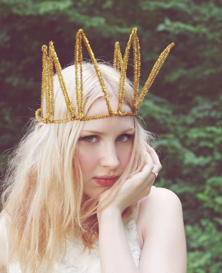 She is flawless!: Kids Parties, Birthday Crowns, Cleaners Crowns, Gold Crowns, New Years Parties, Kids Crafts, Golden Birthday, Gold Pipes, Pipes Cleaners