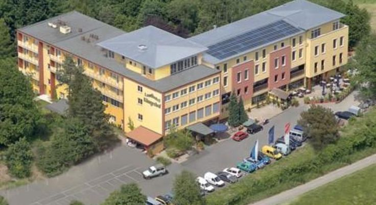 Landhotel Klingerhof Hösbach This hotel enjoys a quiet location in the Spessart Nature Park, 7 km east of Aschaffenburg. Guests enjoy free use of the indoor pool and sauna. Parking is free.  All rooms at the Landhotel Klingerhof have free WiFi, cable TV and a private bathroom.